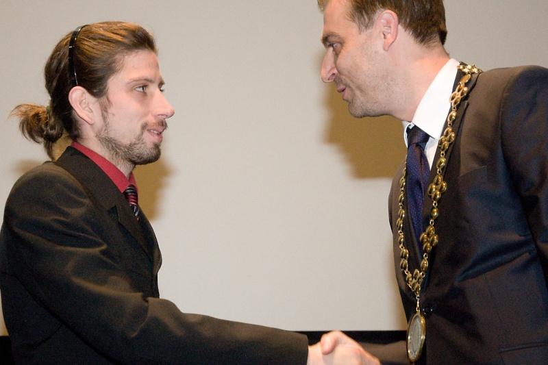 Jeden z nováčikov v mestskom zastupiteľstve Michal Fiala s primátorom Milošom Tamajkom