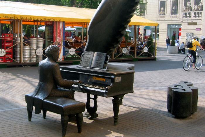 Artur Rubinstein pri klavíri - pešia zóna vLodži