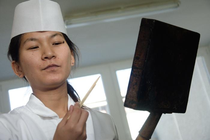 hotelova_akademia_priprava_sushi_Natsumi_Kakita__3