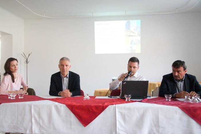 Zľava: Silvia Kušníkrová, (PR zástupkyňa), Peter Lukeš (spolumajiteľ firmy Immocap Group), Martin Šramko (investičný riaditeľ), Ivan Hlavatý (technický riaditeľ )