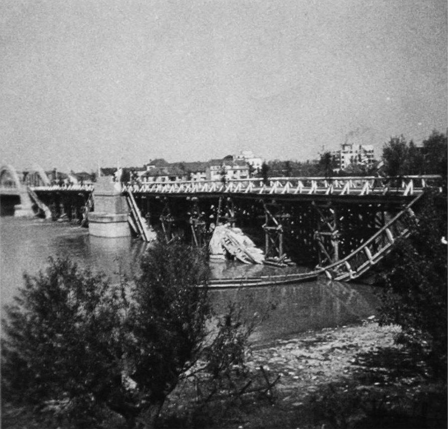 Krajinský most 11. apríla 1945 Zdroj: Piešťany - History, pridal: Tomáš Konvalinka
