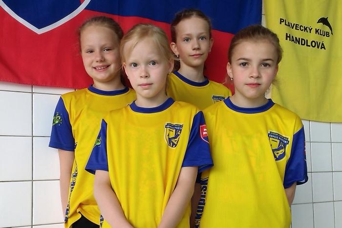 Víťazná štafeta:Šprláková-Zmorová, Buková, Švecová, Gallová