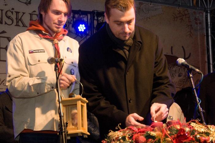 Primátor Miloš Tamajka zapálil štvrtú adventnú sviečku