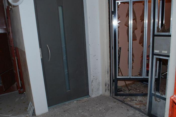 Na snímke následky explózie na 8. pochodí bytového domu na Ulici F. E. Scherera Zdroj: KR PZ Trnava