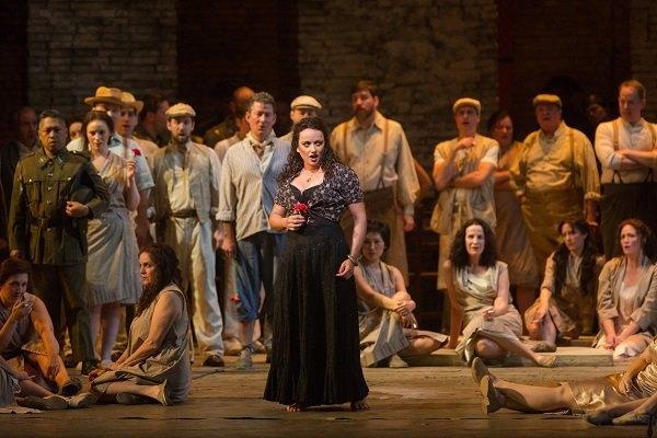f93e3c1d0 Príbeh mladej ženy, ktorá akoby z nudy zvádza vojaka, uvedie Dom umenia v priamom  prenose z Metropolitnej opery New York v sobotu 2. februára.
