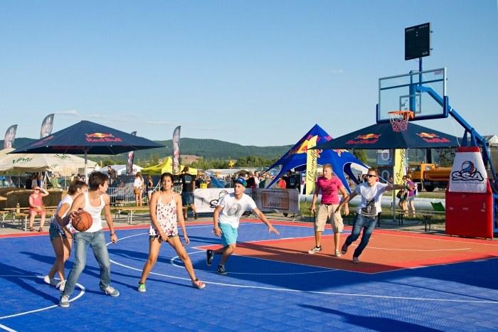V roku 2012 pribudlo basketbalové ihrisko...