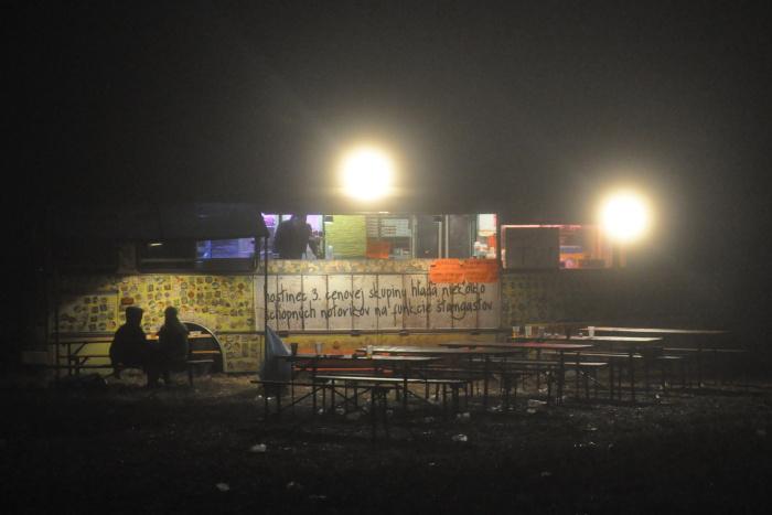A takto to v areáli festivalu vyzeralo nad ránom.