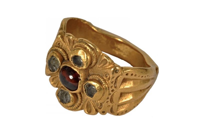 prsten krakovany straze foto balneologicke muzeum